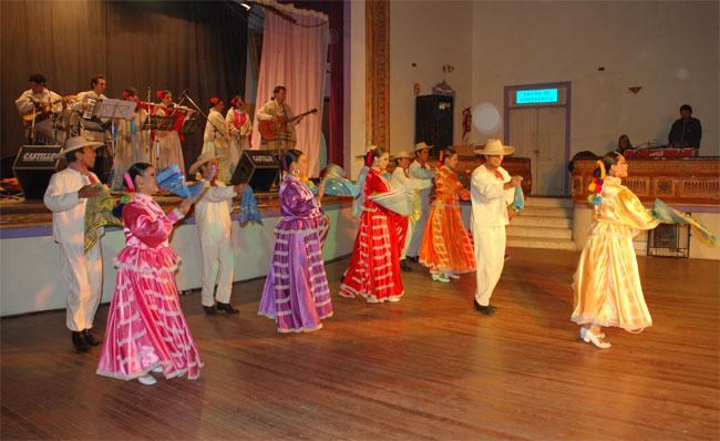 Notable presentación del Ballet Folklórico de la Universidad del Valle de México