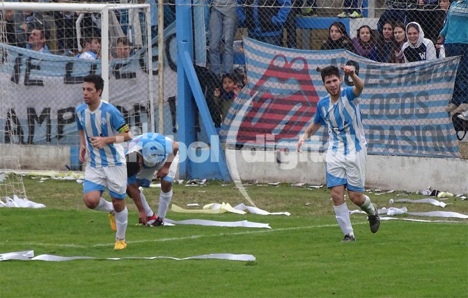 DE FESTEJO - Suarez y el gol.